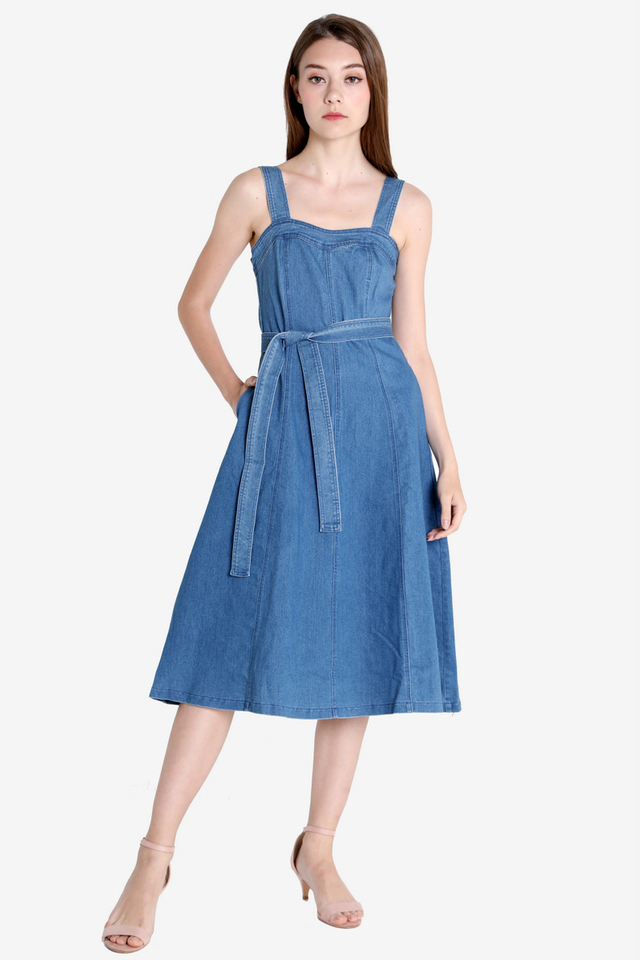 PO: Sweetheart Denim Dress (Light Wash)
