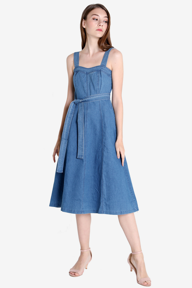 Sweetheart Denim Dress (Light Wash)